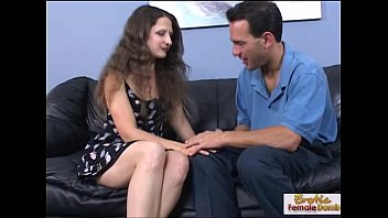 Brunette Latina cougar Dasani Lezian gives a masterful blow and gets a facial  354301