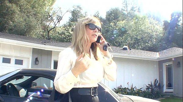 Мамочка с силиконовыми сиськами трахается с соседом накухне  316480
