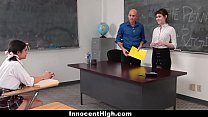 Женщины учителя лесбиянки трахают учениц страпоном