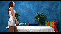 Женщина снимает панталоны видео