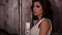 Массажистка в лесбийском видео удовлетворила клиентку с помощью куни