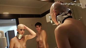 Видео девушке бреют голову