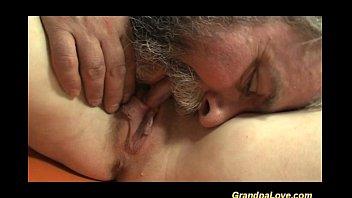 Порнушка дедуля ебет