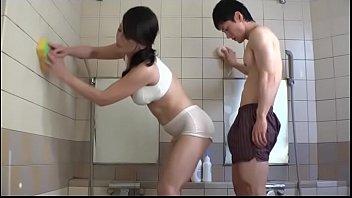 Азиатские мамка с сыном на просмотре порно