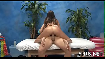 Rabuda pulando na mandioca dura e postando no www.xvideo.com