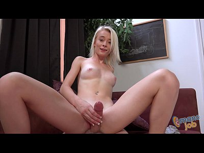 Maddy Rose using her tiny hands